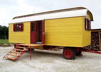 Zwei baugleiche Zirkuswagen mit Oberlicht, Überbreite (Neuaufbau)